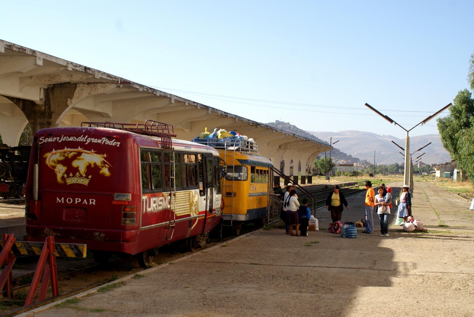 W poszukiwaniu Charango - dworzec w Cochabamba