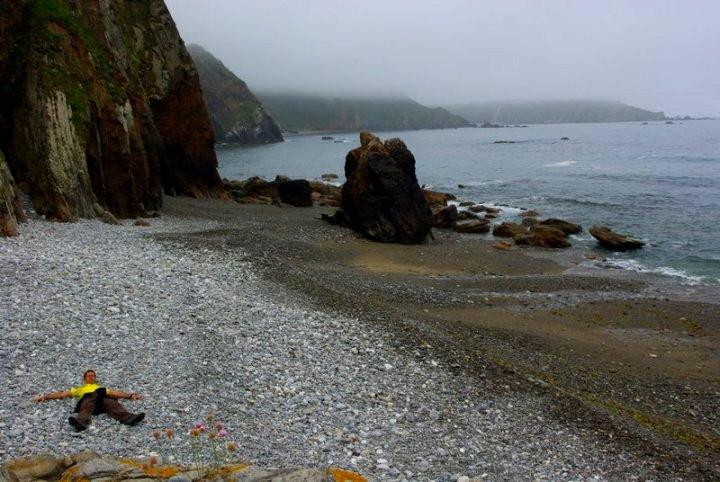 Kamienna plaża i ja w środku